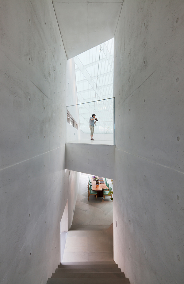 Art Gallery South Korea Interior1 Steel Contemporary Shaped Art Centre in South Korea