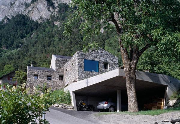 chamoson mountain villa Genuine Rocky Architecture in Switzerland: The Chamoson Residence