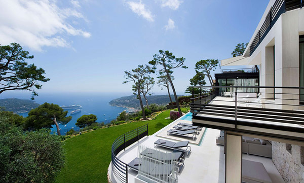 Holiday Villa Baie Cote dAzur exterior Holiday Teasing: Impressive Villa Baie on the French Riviera