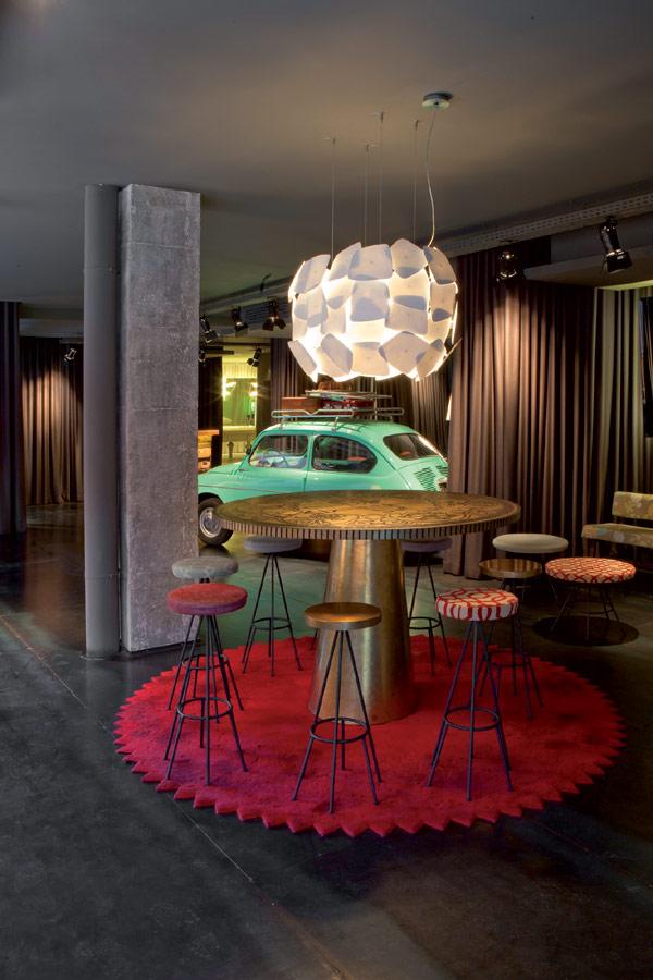 chic and basic hotel hallway Charm of the Spanish 60s: Chic & Basic Ramblas Hotel, Barcelona