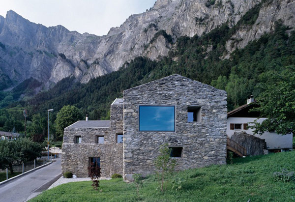 chamoson villa 4 Genuine Rocky Architecture in Switzerland: The Chamoson Residence