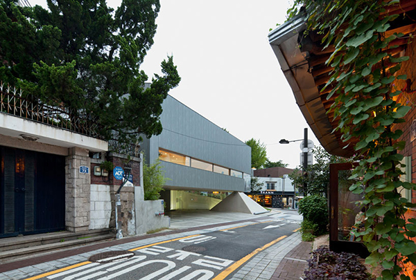 Entrance2 Steel Contemporary Shaped Art Centre in South Korea