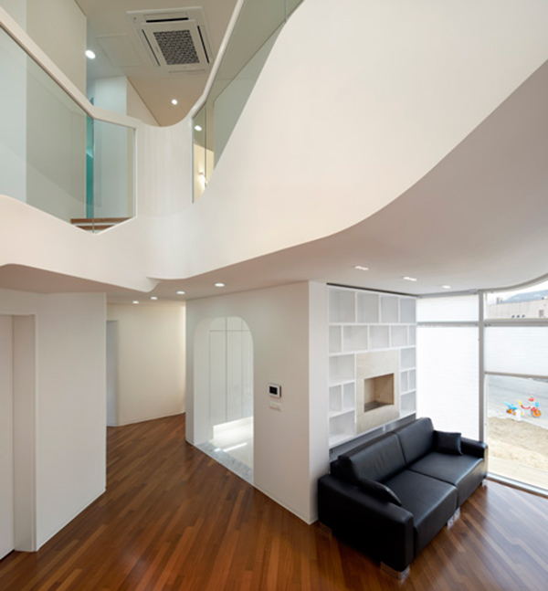 Floaty Shape Curvy Eccentric White Residence With Square Perforations