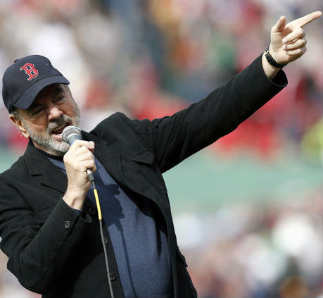 Neil Diamond Surprises Red Sox Fans With 'Sweet Caroline'